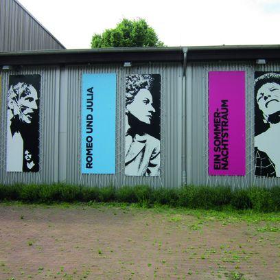 Bilder an der Außenwand der Shakespeare Company