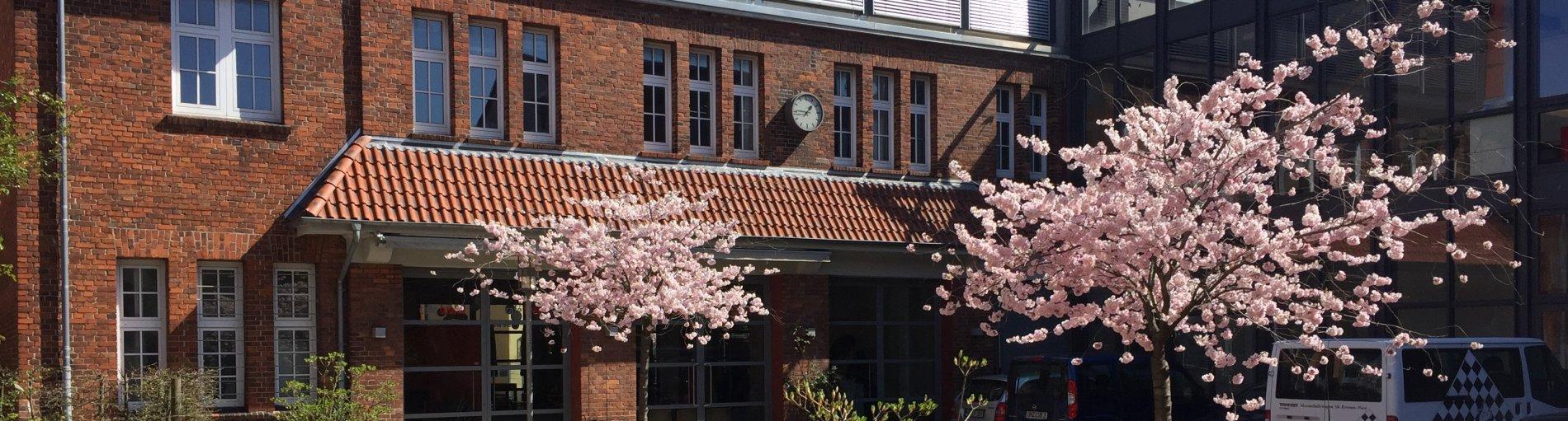 Außenansicht des Atelierhauses Roter Hahn (Quelle: Kultur vor Ort e.V.).