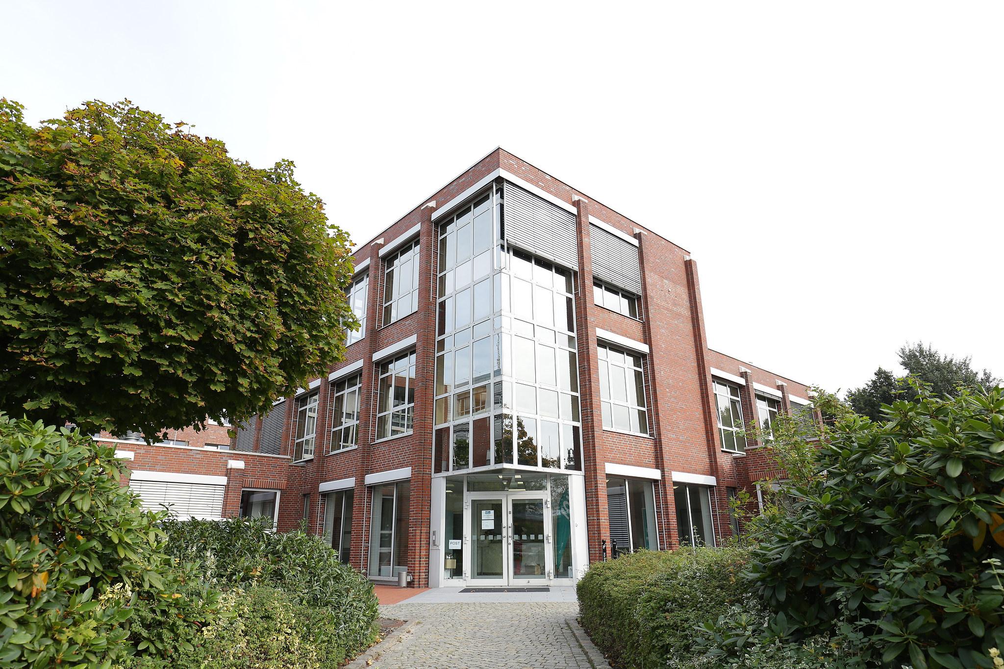 """Außenansicht der """"FOM - Hochschule für Berufstätige"""" in Bremen; Quelle: FOM"""