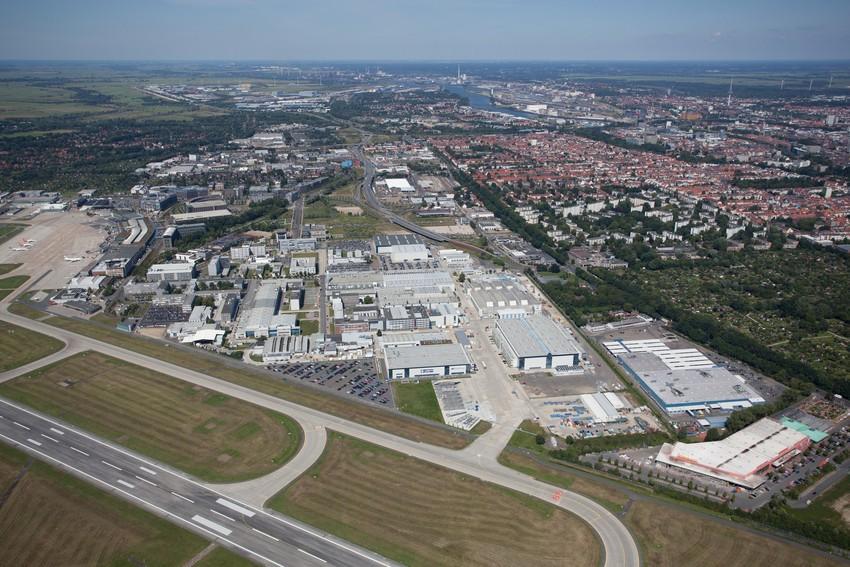 """Luftaufnahme der Gewerbefläche """"Airport-Stadt"""" (Quelle: WFB Wirtschaftsförderung Bremen GmbH)"""