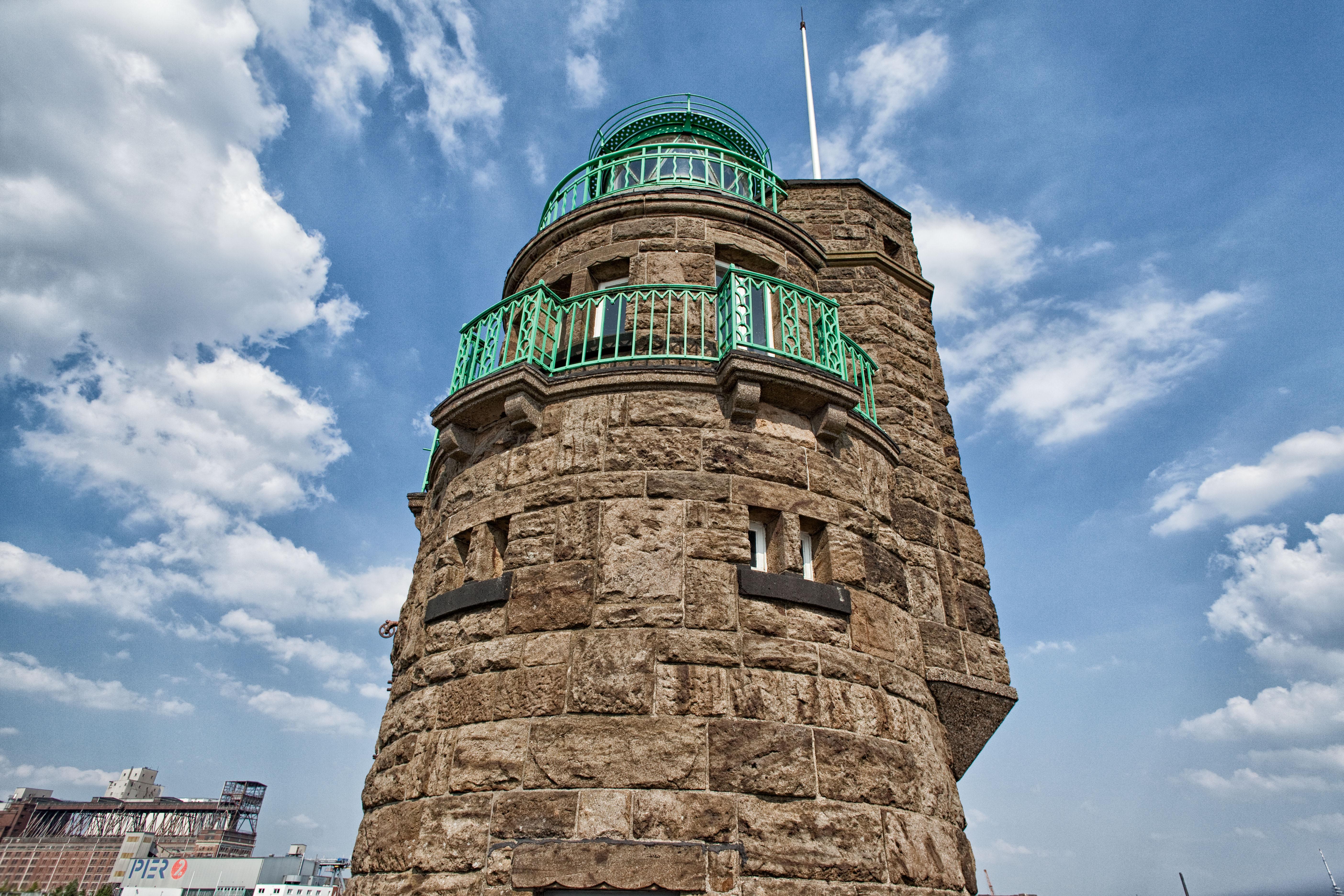 Der Moleturm bietet einen wunderschönen Blick über die Hafenanlagen der Überseestadt.