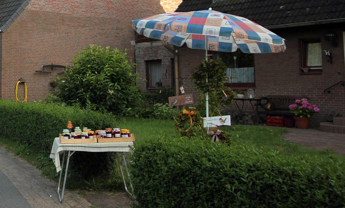 Ein kleiner Verkaufsstand mit Marmelade im Blockland.