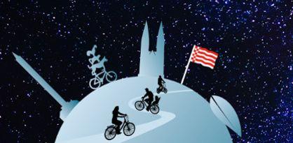 Mehrere Radler fahren auf der Erde Fahrrad