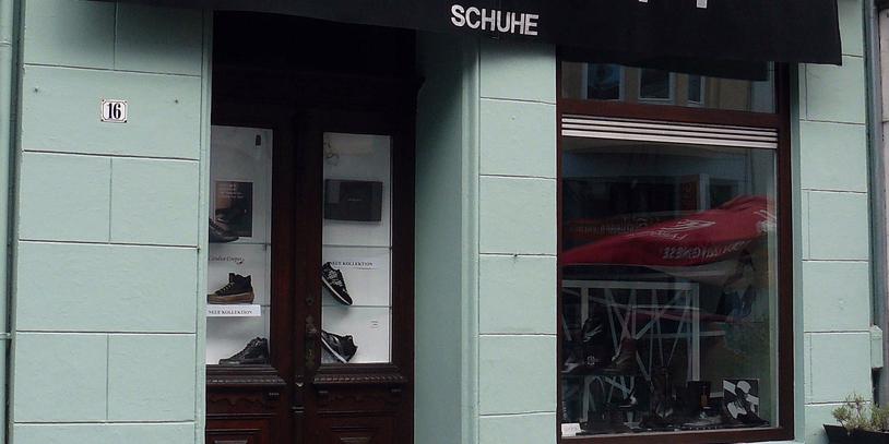 Ein Schaufenster eines Schuhgeschäftes