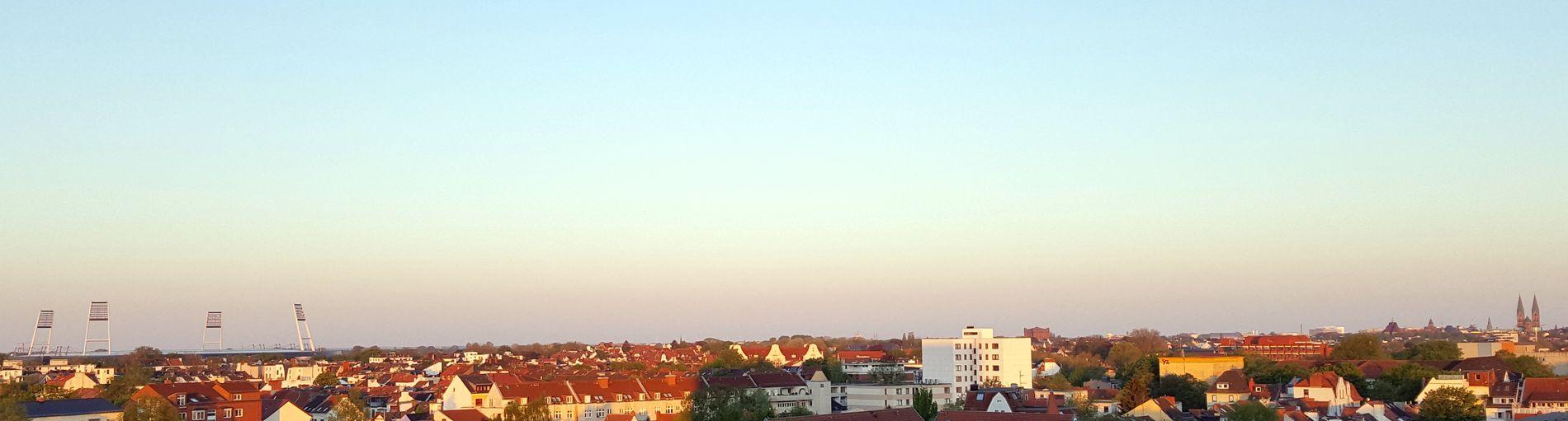 Blick nach Südwesten mit Weserstadion, Dom und Umgedrehter Kommode in der Morgenröte; Quelle: Micha via #BremerMoment