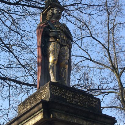 Figur des Rolands als kleinere Kopie in der Neustadt