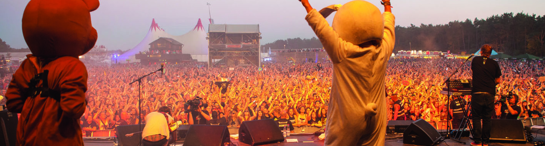 Der Blick vond der Bühne in die Massen