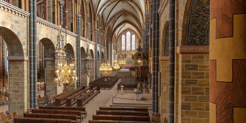 Das Mittelschiff des St.-Petri-Doms aus der Luft.