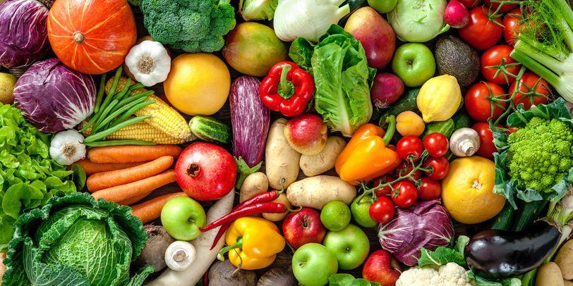 Blick von oben auf buntes Gemüse