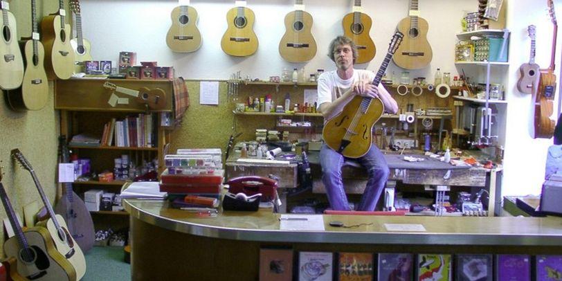 Die Gitarrengalerie im Viertel mit einem der Eigentümer