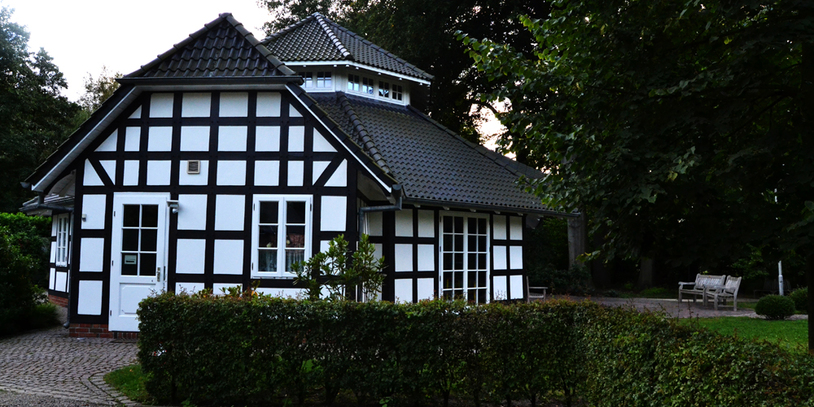 Ein Fachwerkhaus im Grünen