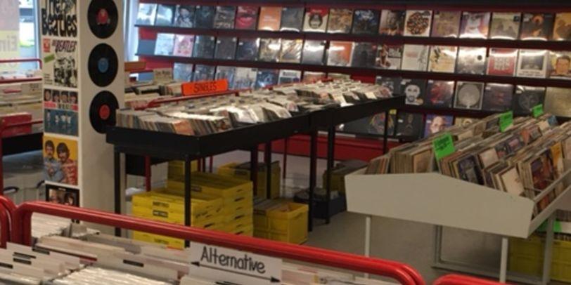 Hot Shot Records von Innen, mit vielen CDs und Schallplatten