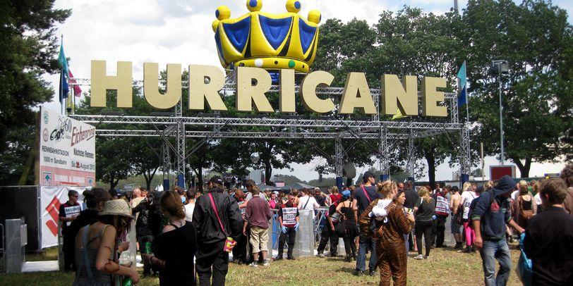 Blick auf einen Zugang zum Festivalgelände beim Hurricane