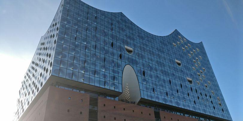 Hamburger Elbphilharmonie im Hamburger Hafen.