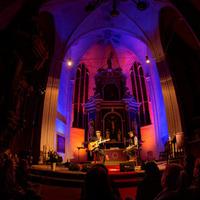 Musiker in einer Kirche