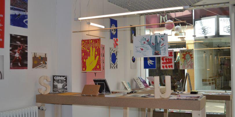 """Eine Innenaufnahme aus dem Geschäft """"Just"""" im Citylab mit vielen Printangeboten."""