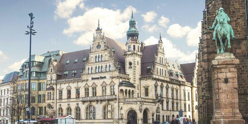 Das historische Gebäude der Bremer Bank von außen.