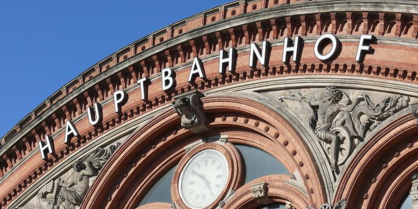 Oberer Fassadenteil des Bremer Hauptbahnhofs