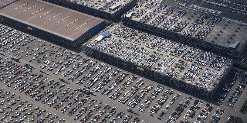 Luftaufnahme vom Autoterminal Bremerhaven (Quelle: WFB/Studio B)