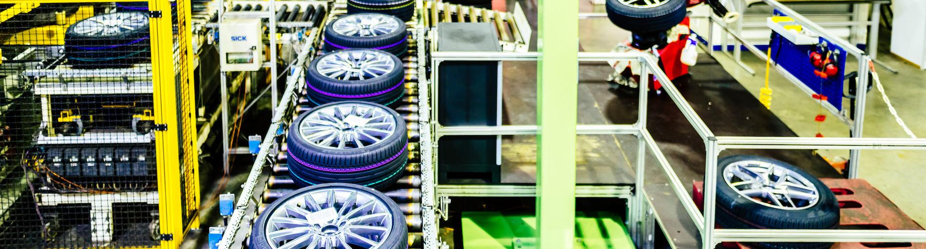 In der Produktionshalle der SCHEDL Automotive System Service GmbH (Quelle: WFB/Jonas Ginter).