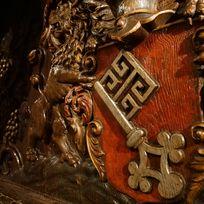 Der Bremer Schlüssel in ein Holzfass graviert. Aufgenommen im Bremer Ratskeller.