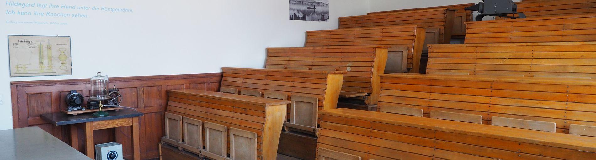 Ein alltes Ausstellungs-Klassenzimmer im Schulmuseum Bremen.