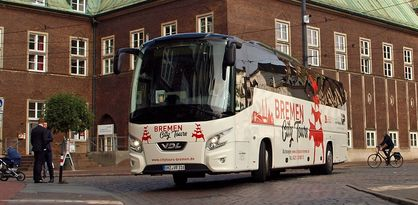 Der City Tours Rundfahrtbus vor dem Konzerthaus die Glocke