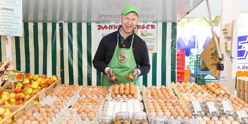Ein Eierverkäufer auf dem Findorffmarkt