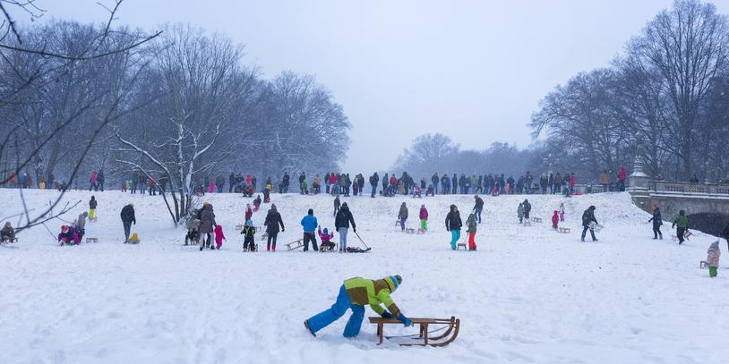 Rodeln und Schnee im Bremer Bürgerpark