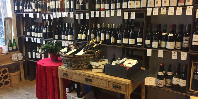 Das Bild zeigt einige ausgewählte Weine vom Weinhandel im Fedelhören.
