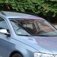 Ein blaues Auto auf einem Parkplatz; Quelle: bremen.online GmbH - MDR