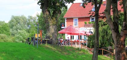 Blick auf Gartelmann's Gasthof im Blockland