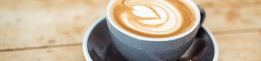Eine Tasse Cappuccino.