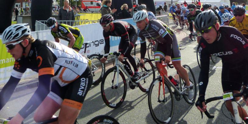 Radrennfahrer in einer Kurve; Quelle: bremen.online GmbH / MT
