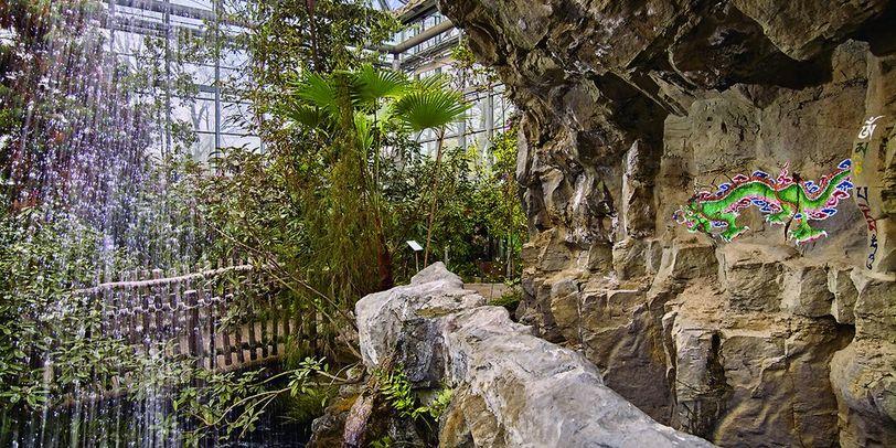 Wasserfall im Himalaya in der botanika Bremen.