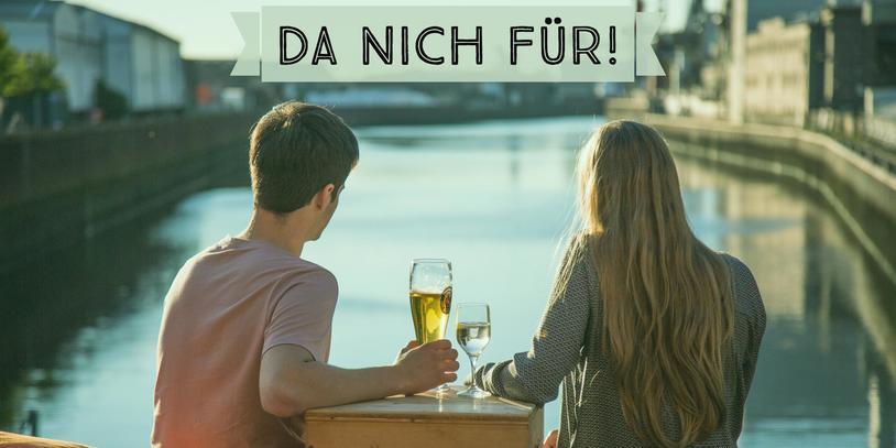 Bild von einem Pärchen auf der Terrasse eines Restaurants an der Weser mit Aufschrift da nich für