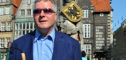 Dr. Joachim Steinbrück vor dem Bremer Roland.