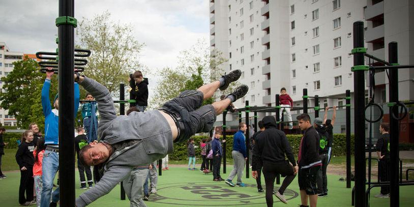 erster street workout park in bremen. Black Bedroom Furniture Sets. Home Design Ideas