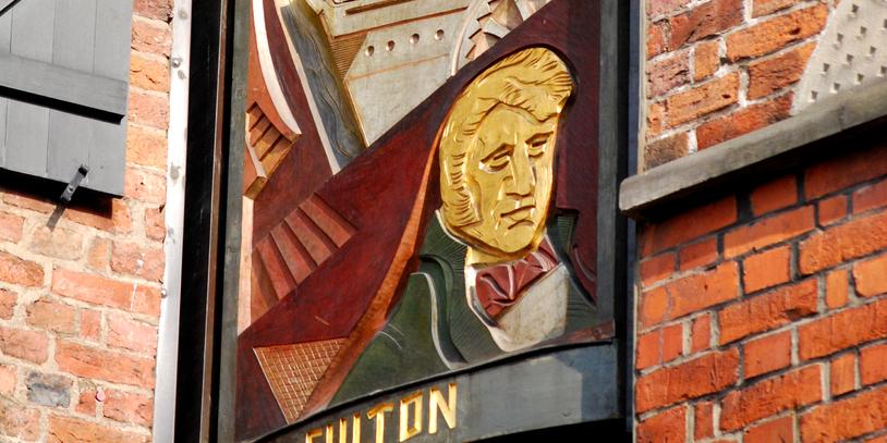 Türmchen im Haus des Glockenspiels im Schnoor mit rotierender Figurentafel.