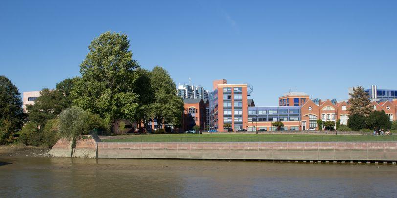 Die Hochschule Bremerhaven am Wasser