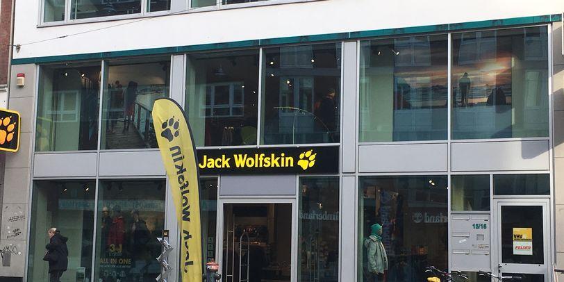 Zu sehen ist der Jack Wolfskin Store von Außen.