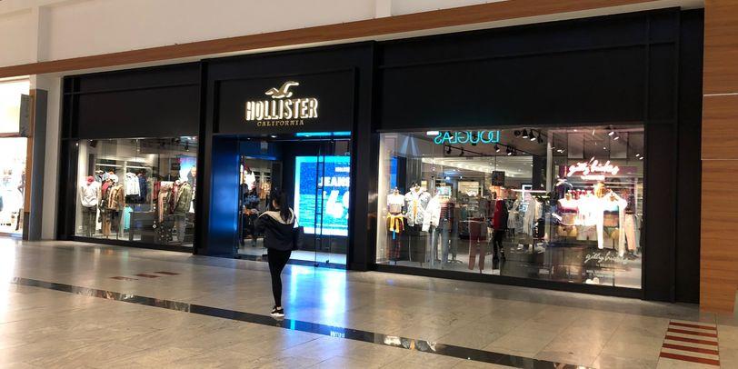 Hollister hat eine neue Filiale in der Waterfront.