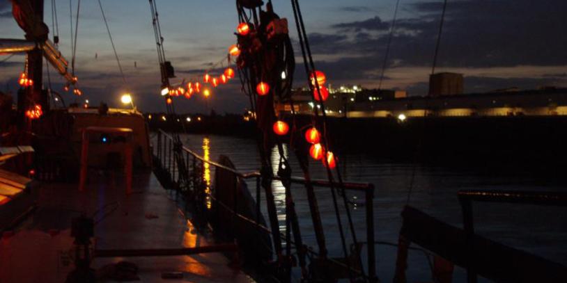 Nachtaufnahme von der Liefde aus auf die Weser