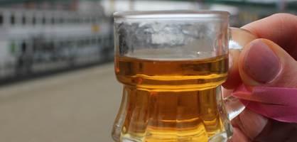Ein Schnapsglas.