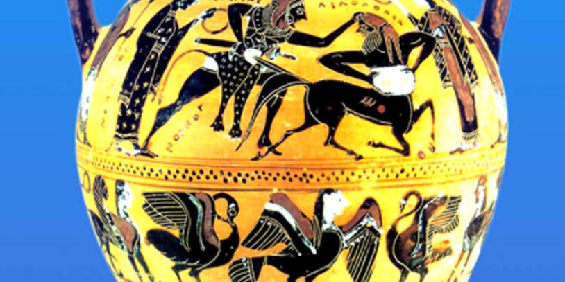 Antike Vase vor blauem Hintergrund. Kampf des Herakles gegen den Kentauren Nessos.