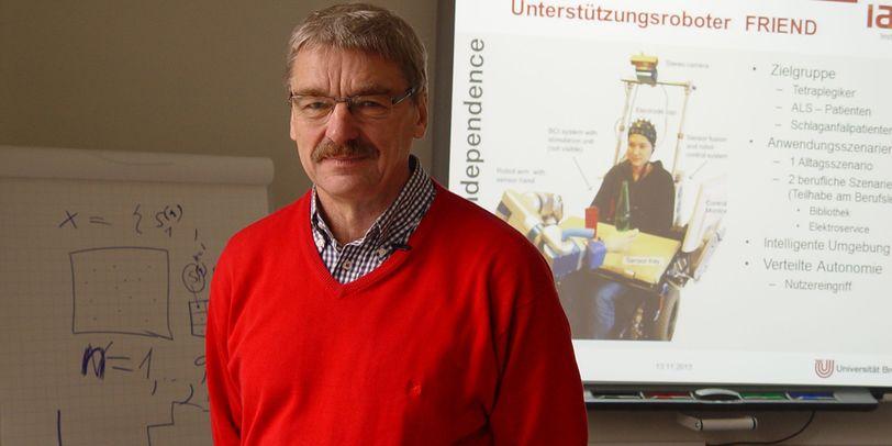 Professor Axel Gräser an der Universität Bremen