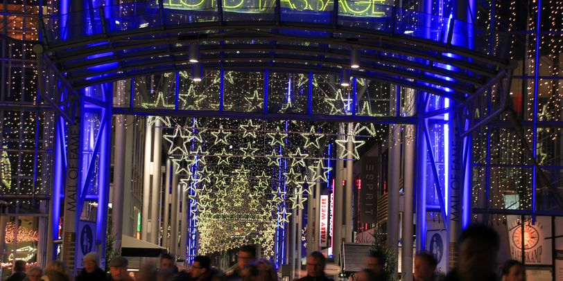 Blick auf die weihnachtlich dekorierte Lloydpassage