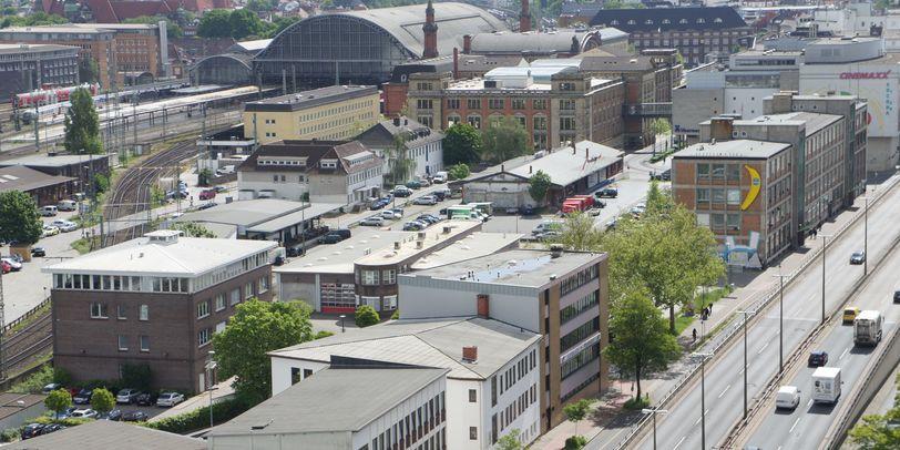 Ein Luftbild zeigt die Bahnhofsgegend, in der ein neuer ZOB entstehen soll.