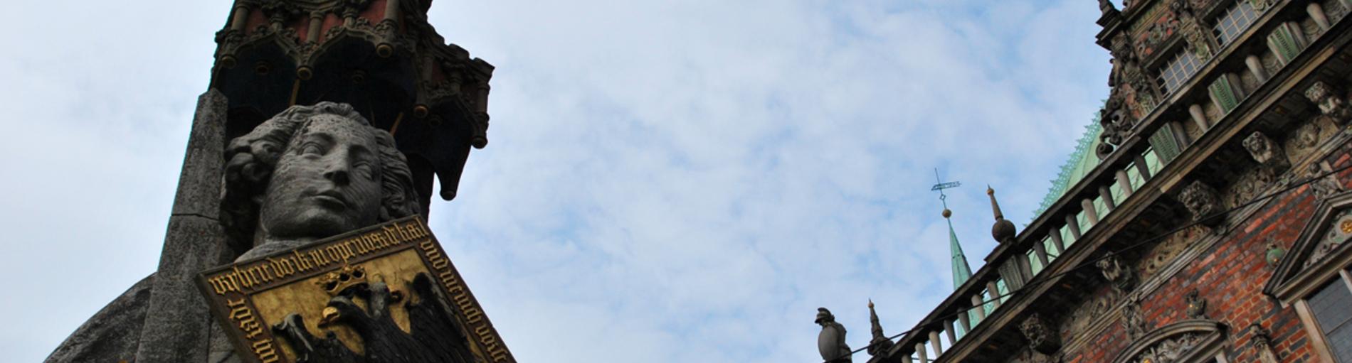 Der berühmte Bremer Roland und das Rathaus auf einem Bild; Quelle: privat/JUA