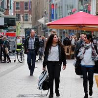 Mutter und Tochter auf Shoppingtour in der Sögestraße